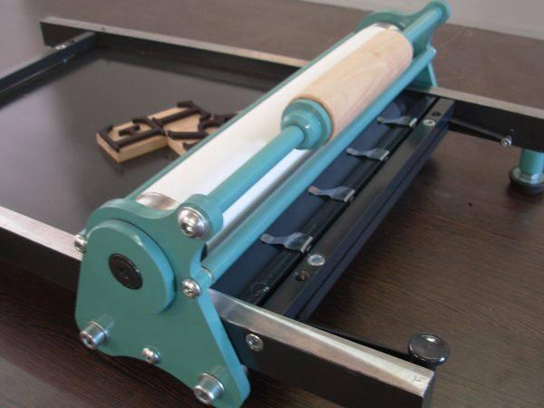 Empresa fabricante de herramientas para tipografía. Sacapruebas formato a3