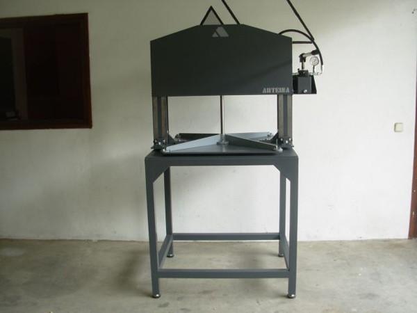 Fabricante de prensas hidráulicas para grabado. Bellas artes